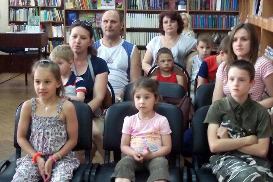 «Всей семьей в библиотеку»