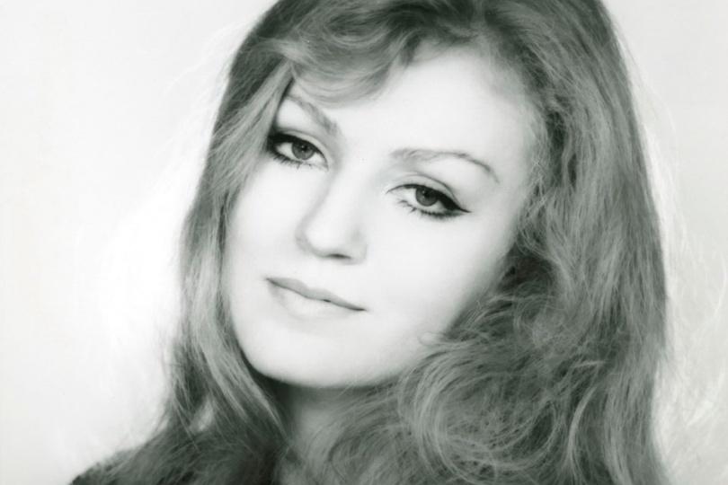 Анна Герман «Живой романс взывает сердце биться»